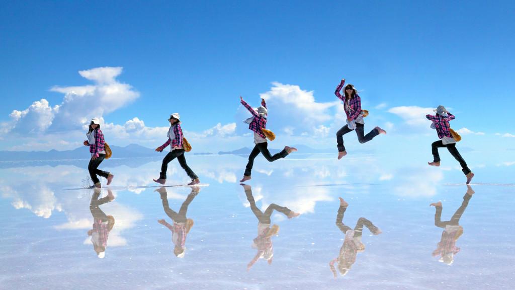 ウユニ塩湖ミラクルジャンプ