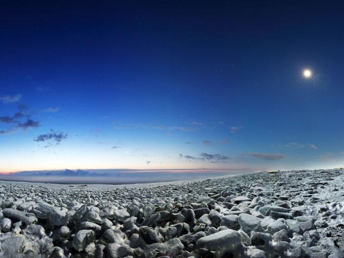 北海道 十勝の大津町海岸のジュエリーアイス